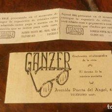 Antigüedades: ANTIGUO LIBRITO LIMPIA GAFAS OPTICA GANZER BARCELONA Y VALE DE REPOSICION CRISTALES 1937. Lote 190464848