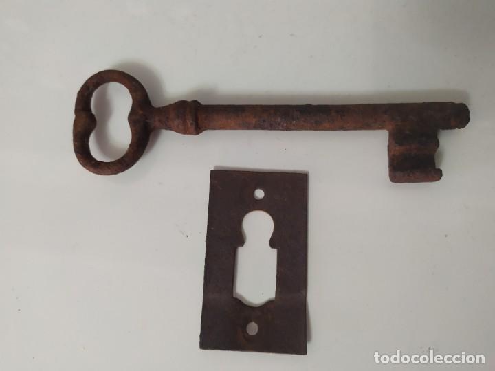 BOCALLAVE Y LLAVE DE 14CM (Antigüedades - Técnicas - Cerrajería y Forja - Llaves Antiguas)