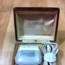 Antigüedades: AFEITADORA ELECTRICA VINTAGE REMINGTON SUPER 60. Lote 190531332
