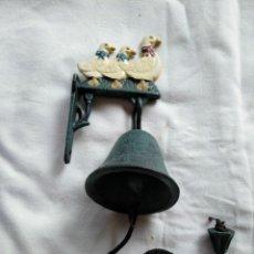 Antigüedades: CAMPANA LLAMADOR PARA PUERTA, EN HIERRO FUNDIDO.. Lote 190625170