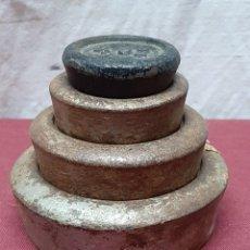 Antigüedades: JUEGO 4 PESAS INGLESAS... 2 LB.. ..... 4 OZ. . Lote 190643408