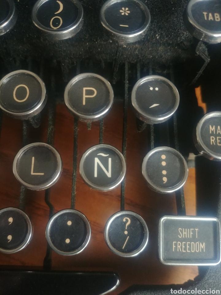 Antigüedades: Máquina de escribir Royal modelo Aristocrat - Foto 10 - 176063360