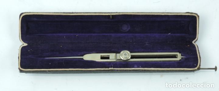 Antigüedades: COMPAS DE REDUCCION, SIGLO XIX, Está formado por dos brazos iguales acabados en punta por ambos extr - Foto 2 - 190801707