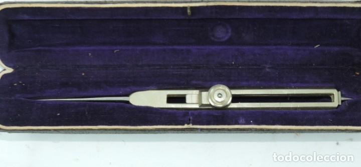 Antigüedades: COMPAS DE REDUCCION, SIGLO XIX, Está formado por dos brazos iguales acabados en punta por ambos extr - Foto 3 - 190801707