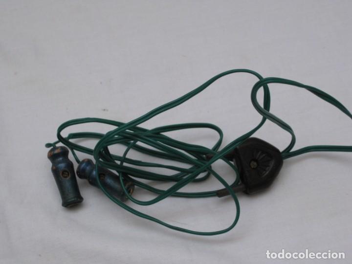 Antigüedades: Pequeña plancha electrica antigua. 11x6cm - Foto 3 - 190830141