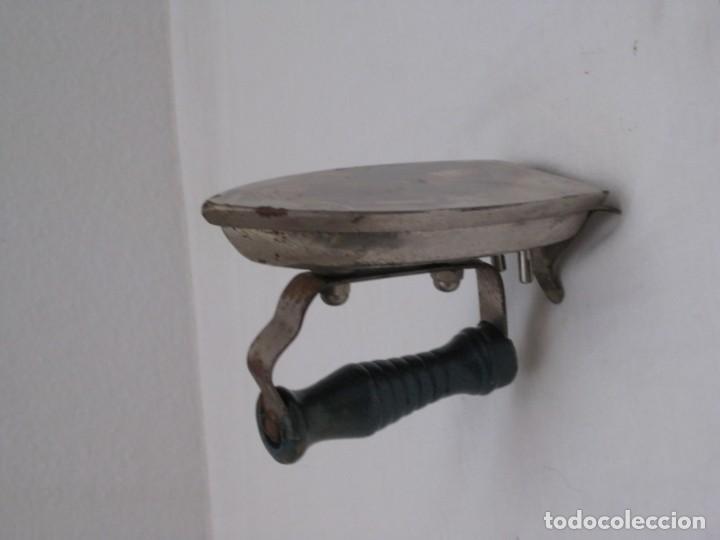 Antigüedades: Pequeña plancha electrica antigua. 11x6cm - Foto 6 - 190830141