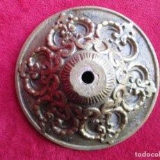 Antigüedades: TIRADOR EN BRONCE PARA RESTAURAR MUEBLE ESPECIAL.- FLORON. Lote 190897768