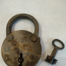 Antigüedades: ANTIGUA CANDADO DE FORJA DE GRAN TAMAÑO. Lote 190911617