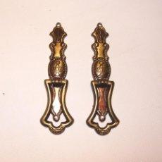 Antigüedades: LOTE DE 2 TIRADORES ANTIGUOS DE LATÓN. Lote 191091961