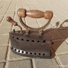 Antigüedades: PLANCHA DE CARBÓN UC MONDRAGÓN ESPAÑA. Lote 191121548