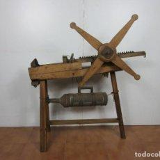 Antigüedades: MAQUINA DE EMBUTIR - ANTIGUA CARNICERÍA - EMBUTIDOS - ESTRUCTURA DE MADERA - FUNCIONA - S. XIX-XX. Lote 191190588
