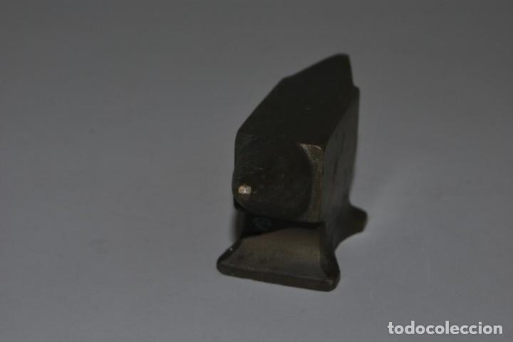 Antigüedades: ANTIGUO YUNQUE DE BRONCE DE JOYERO O RELOJERO - Foto 2 - 191246897