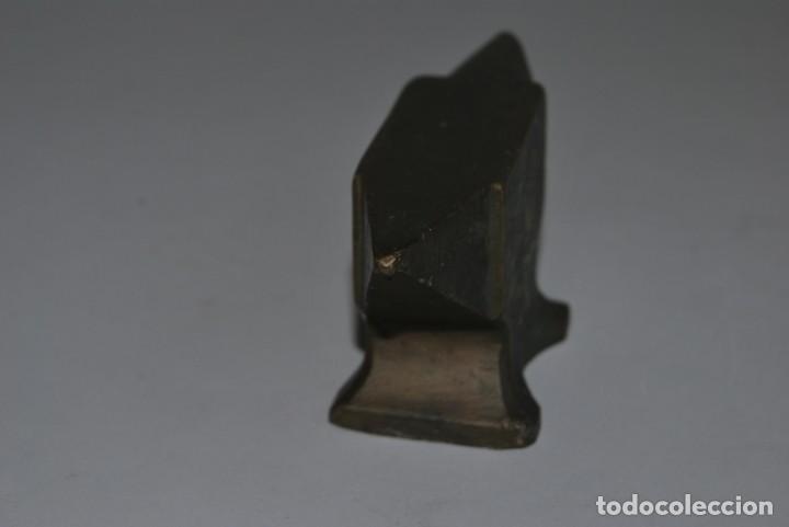 Antigüedades: ANTIGUO YUNQUE DE BRONCE DE JOYERO O RELOJERO - Foto 4 - 191246897