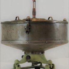 Antigüedades: CENTRIFUGADORA ELÉCTRICA DE LABORATORIO,OCHO TUBOS,AÑOS 40, 40 CM DE ALTURA. Lote 191263213