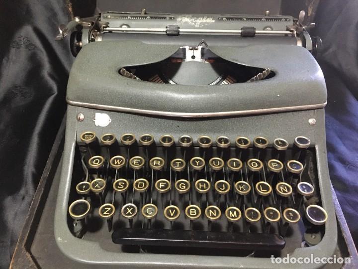 ANTIGUA MÁQUINA DE ESCRIBIR MARCA REGIA CON MALETA (Antigüedades - Técnicas - Máquinas de Escribir Antiguas - Otras)