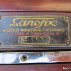 Antigüedades: ANTIGUA MAQUINA TRICOTAR LANOFIX TRICOTOSA - DOBLE MANIVELA - CATALOGO ILUSTADO Y CAJA ORIGINAL. Lote 191273848