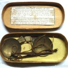 Antigüedades: BALANZA PESAR MONEDAS, EN CAJA Y 3 PONDERALES CUÑOS DE BARCELONA FR Y CRISTIÀ . Lote 191326000