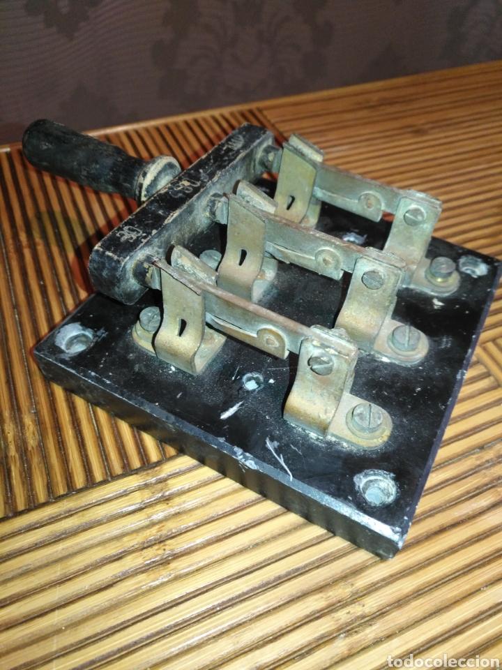 ANTIGUO FUSIBLE INTERRUPTOR DE CORTE TRIFÁSICO DE PALANCA 30 AMP. 17 CM X 12 CM. 770GR (Antigüedades - Técnicas - Herramientas Profesionales - Electricidad)
