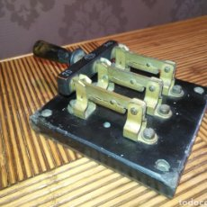 Antigüedades: ANTIGUO FUSIBLE INTERRUPTOR DE CORTE TRIFÁSICO DE PALANCA 20 AMP TEM. 16 CM X 11,5 CM. 756GR. Lote 191374051