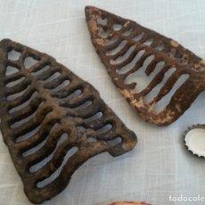 Antigüedades: GRELHAS DE PLANCHAS ANTIGUAS. CONJUNTO DE DOS PIEZAS. Lote 191487091