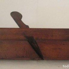 Antigüedades: ANTIGUA BASE PARA CEPILLO DE CARPINTERÍA EN MADERA. Lote 191542456
