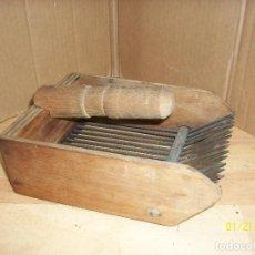 Antigüedades: ANTIGUO CEPILLO DE COLCHONERO. Lote 191655060