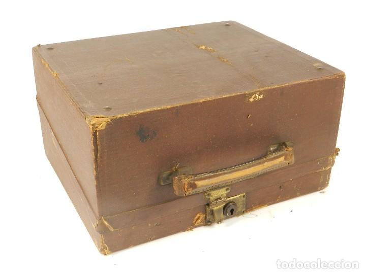 Antigüedades: MAQUINA DE ESCRIBIR ERIKA Nº3 AÑO 1917 PLEGABLE TYPEWRITER SCHREIBMASCHINE - Foto 8 - 191695477
