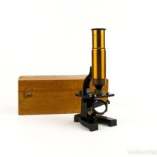 Antigüedades: ARMES ET CYCLES -MICROSCOPIO MONOCULAR LATÓN Y BRONCE EN SU CAJA ORIGINAL - FRANCIA, CA.1900. Lote 191715120
