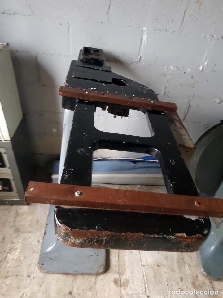 Antigüedades: Lote de 2 proyectores de cine Vanguard. Recogida local. - Foto 10 - 190073418