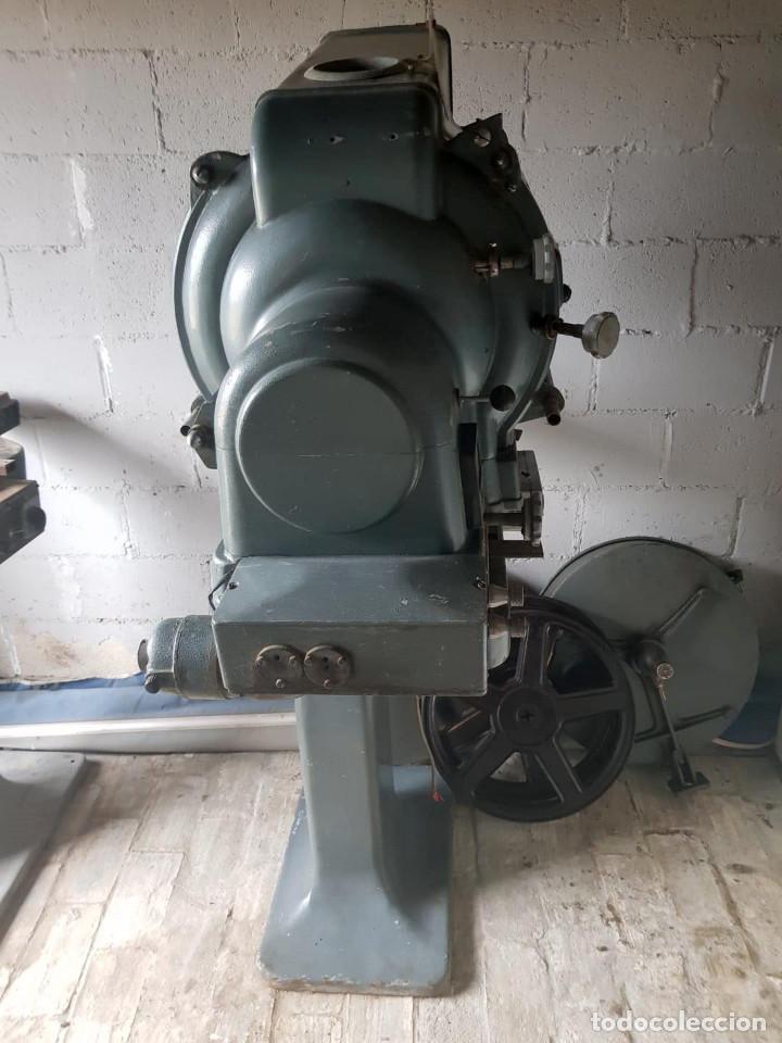 Antigüedades: Lote de 2 proyectores de cine Vanguard. Recogida local. - Foto 11 - 190073418