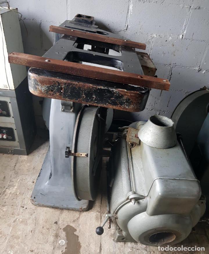 Antigüedades: Lote de 2 proyectores de cine Vanguard. Recogida local. - Foto 16 - 190073418