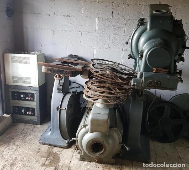 Antigüedades: Lote de 2 proyectores de cine Vanguard. Recogida local. - Foto 23 - 190073418