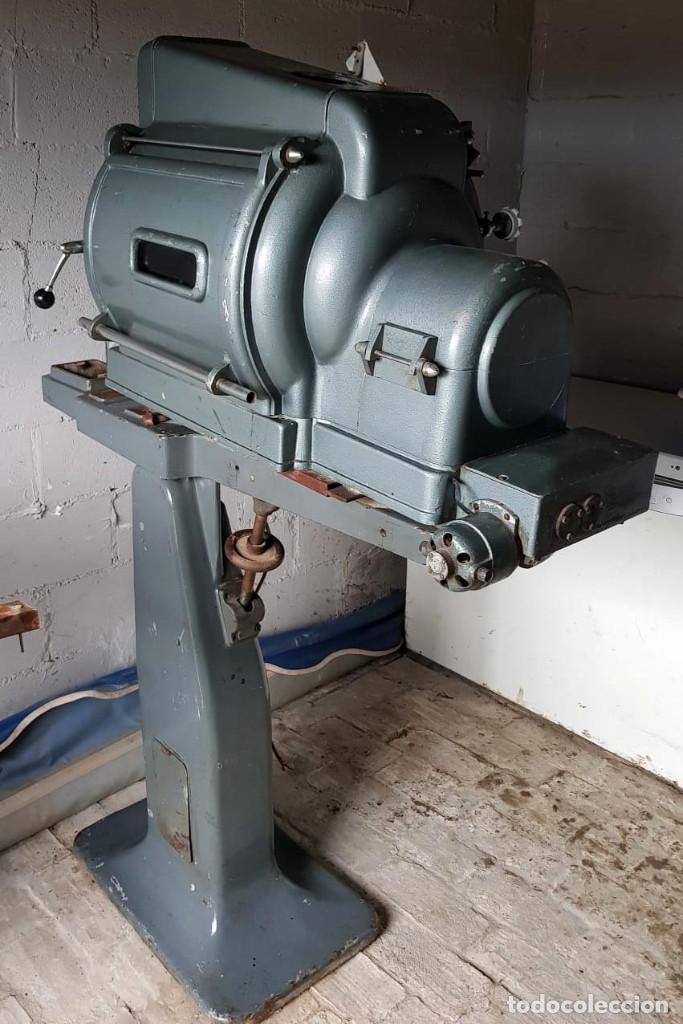 Antigüedades: Lote de 2 proyectores de cine Vanguard. Recogida local. - Foto 24 - 190073418