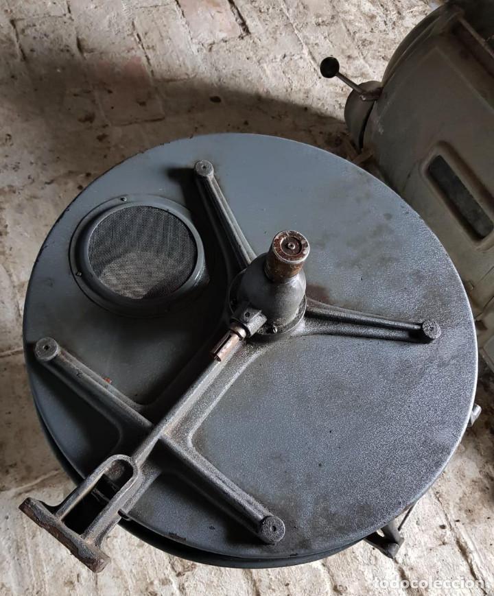Antigüedades: Lote de 2 proyectores de cine Vanguard. Recogida local. - Foto 3 - 190073418
