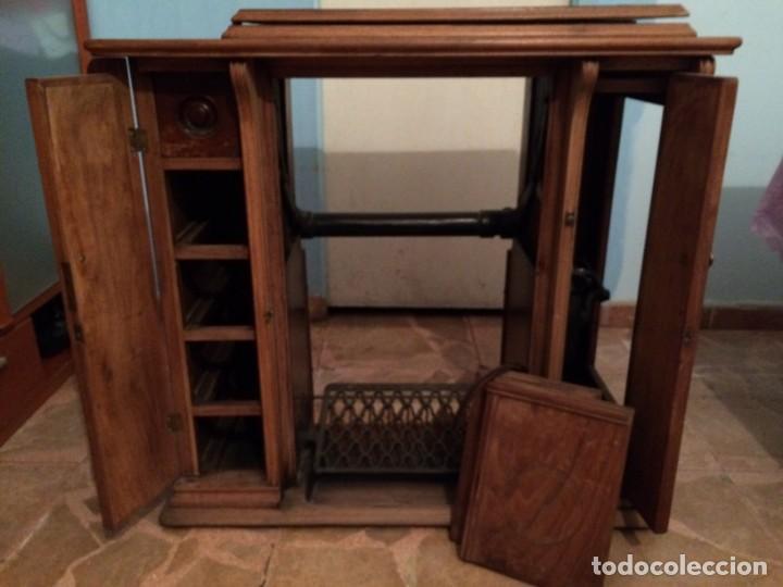 Antigüedades: Mesa para máquina de coser antigua. - Foto 2 - 191818768
