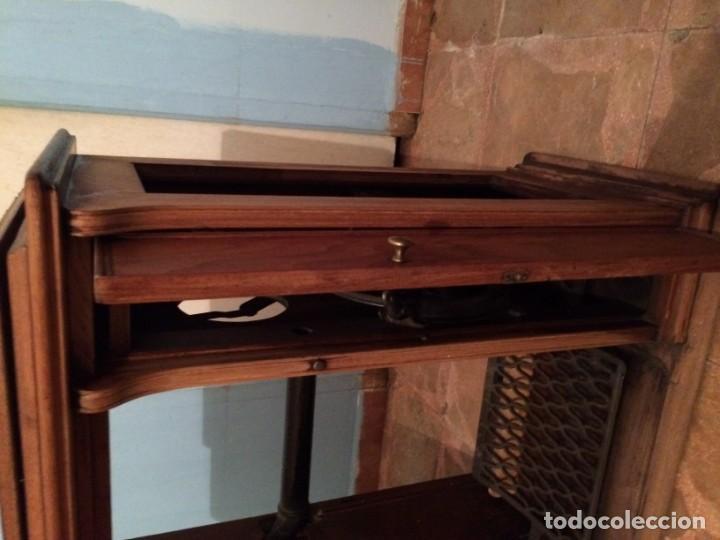 Antigüedades: Mesa para máquina de coser antigua. - Foto 3 - 191818768