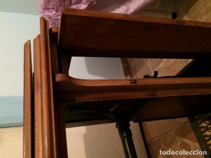 Antigüedades: Mesa para máquina de coser antigua. - Foto 4 - 191818768