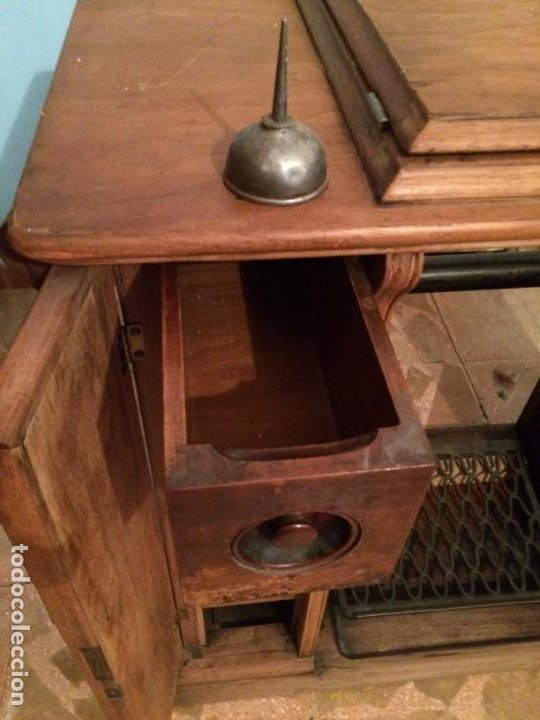 Antigüedades: Mesa para máquina de coser antigua. - Foto 6 - 191818768