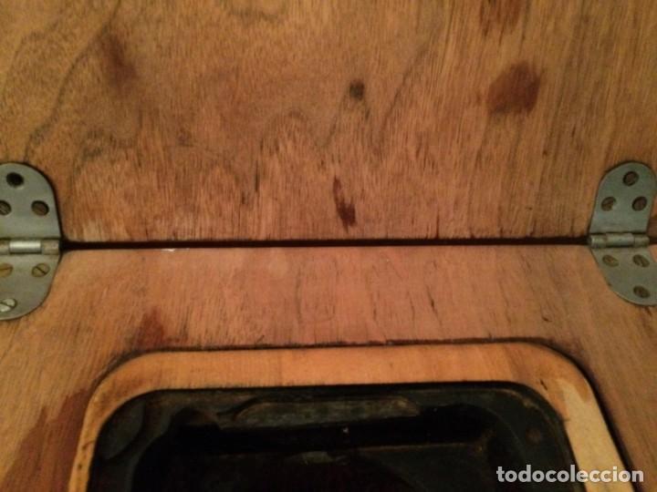 Antigüedades: Mesa para máquina de coser antigua. - Foto 9 - 191818768