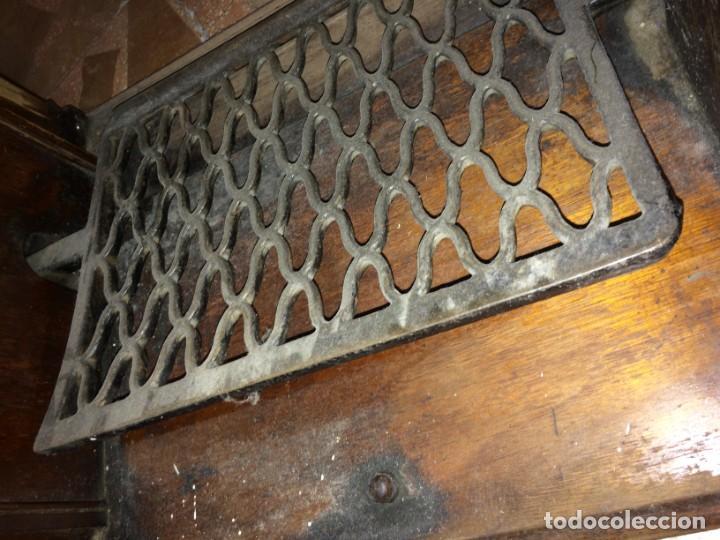 Antigüedades: Mesa para máquina de coser antigua. - Foto 18 - 191818768