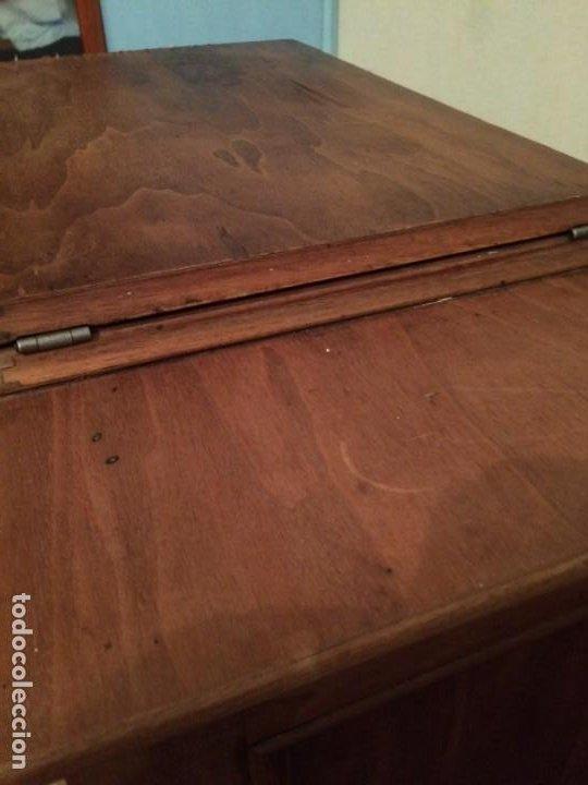 Antigüedades: Mesa para máquina de coser antigua. - Foto 20 - 191818768