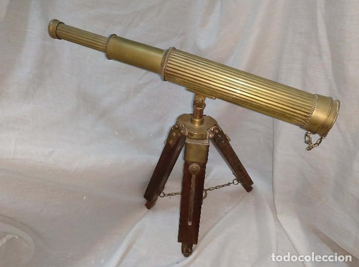CATALEJO EXTENSIBLE CON TRIPODE. (Antigüedades - Técnicas - Instrumentos Ópticos - Catalejos Antiguos)