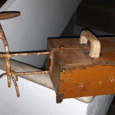 Antigüedades: RARA Y ANTIGUA CAJA DE LIMPIABOTAS, LUSTRADOR O ZAPATERO. Lote 192117946