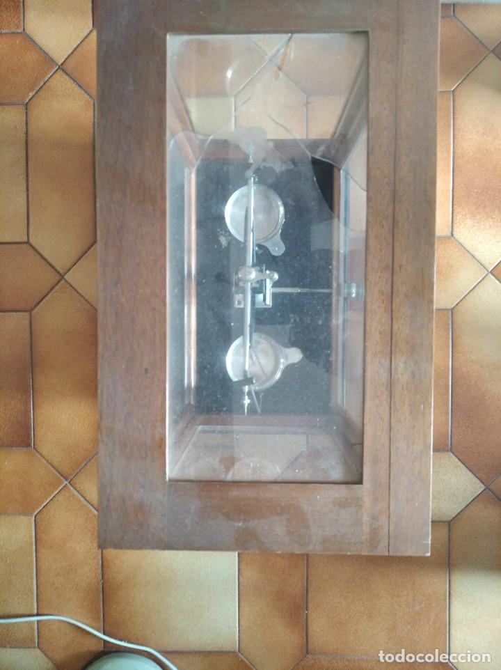 Antigüedades: Balanza de precisión antigua. Marca Cobos - Foto 9 - 192137332