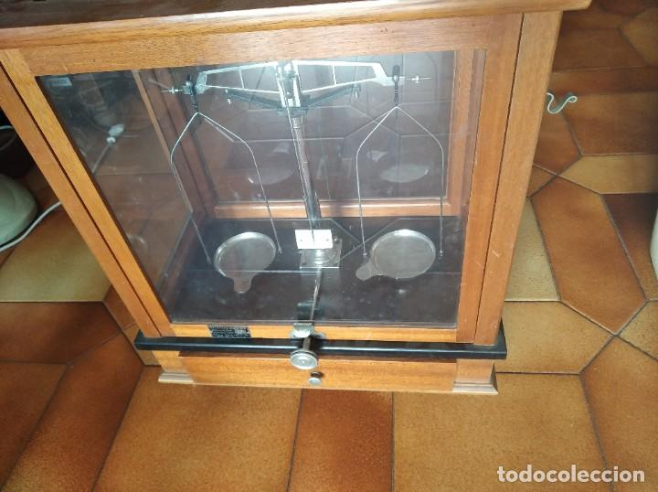 Antigüedades: Balanza de precisión antigua. Marca Cobos - Foto 12 - 192137332
