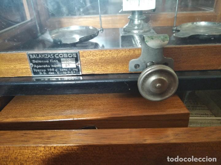 Antigüedades: Balanza de precisión antigua. Marca Cobos - Foto 13 - 192137332