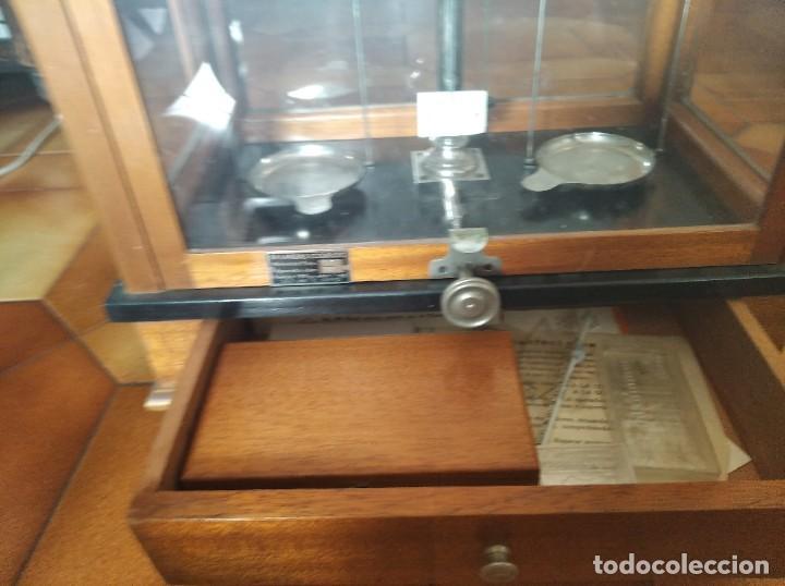 Antigüedades: Balanza de precisión antigua. Marca Cobos - Foto 15 - 192137332
