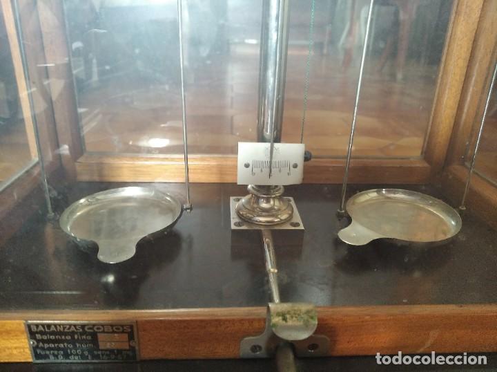 Antigüedades: Balanza de precisión antigua. Marca Cobos - Foto 16 - 192137332