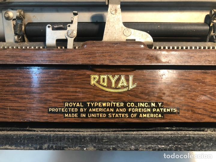 Antigüedades: RARA MAQUINA DE ESCRIBIR PORTABLE 2 ROYAL USA, COLOR MARRON. APROX 1930. - Foto 7 - 192148777