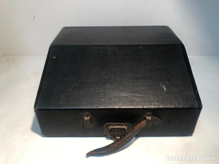 Antigüedades: RARA MAQUINA DE ESCRIBIR PORTABLE 2 ROYAL USA, COLOR MARRON. APROX 1930. - Foto 8 - 192148777